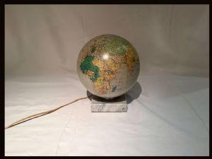 地球在老式玻璃,20世纪
