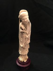 Chinesischer Okimono aus Elfenbein, 19. Jahrhundert