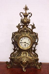 Relógio com pêndulo no Napoleão III bronze dourado francês assinou século XIX