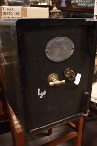 Original English safe with coat of arms with late 19th century 19th century key