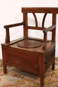 Comfortable 800 wooden chair with antelli and complete with all vintage parts