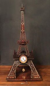 "MONUMENTAL CLOCK ""TOUR EIFFEL"" 从位置和中心。工作的"