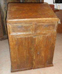 Credenzina scrittoio dipinta a finto legno