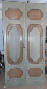 Baroque door with two doors painted in tempera.