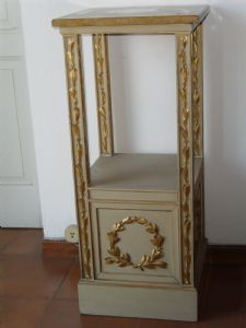 lacquered column