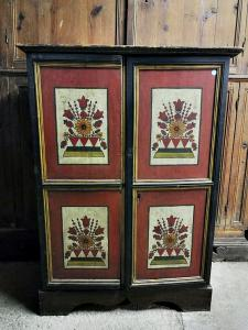 Small dispensary cabinet of the early eighteenth century of Tyrolean area with original lacquer.