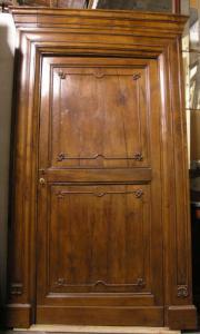 pts358 4 portas da série Carlo X em mis de nogueira e sarça. 132 x 239 h