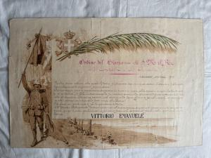 Lithographiedruck mit Darstellung der Tagesordnung von König Vittorio Emanuele. San Rossore, 29. Oktober 1912. Unterzeichnet von Doyen. Drucker: Luigi Simondetti. Torino.