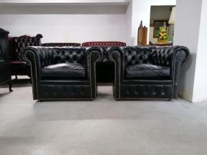 Antique chesterfield club set in black leather