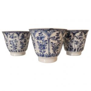 Three ceramic collectible cups decorated in blue tones China Century XIX euro 600 treatable