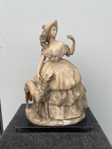 Escultura em terracota representando uma senhora com um cachorro. Assinado (aluno de Cacciapuoti).