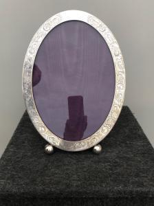 Moldura para retrato na prata com decoração floral Perfurador de Sterling Estados Unidos.