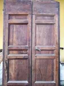 Редкая группа из 7 дверей из орехового дерева конца XVI века - район Сиены