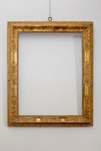 Important frame in gilded wood, carved with floral motifs and external nails, Venice first half of the eighteenth century