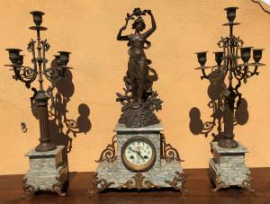 trittico: orologio e due candelieri