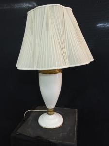 Petroleumlampe aus Porzellan und Bronze