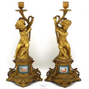 Altes Paar Kandelaberleuchter Napoleon III. Aus vergoldeter Bronze und bemaltem Porzellan - Zeitraum 800