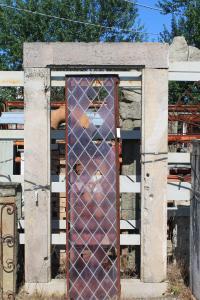 Portale antico i pietra di Guamo