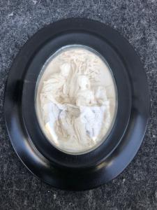 Bassorilievo in schiuma di mare ( magnesite ) raffigurante Sacra Famiglia.Francia. Firmata