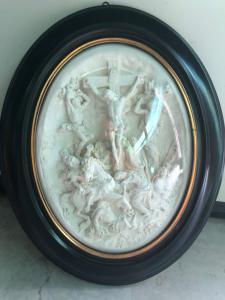Bassorilievo in schiuma di mare ( magnesite ) raffigurante crocifissione.Francia.