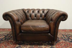 Poltrona club chesterfield / chester in pelle marrone scuro originale inglese