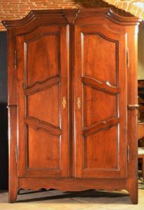 Piedmontese walnut wardrobe