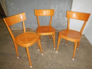 1950年代的三把山毛榉木椅子一套