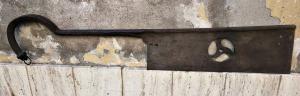 Ferramenta de ferro rara e incomum com cabeça de leão de bronze no terminal. Provavelmente florentino do período renascentista.