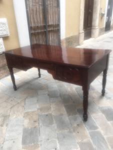 scrivania emiliana da centro