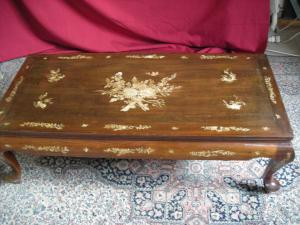 LACQUERED LACQUERED KITCHEN COFFEE TABLE WITH DECORATIONS IN MOTHER OF PEARL YEARS 40