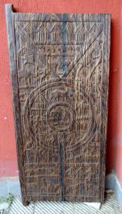 Puerta africana 133 x 66 x 4 cm.