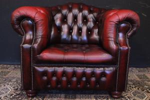 Poltrona originale inglese Chesterfield in pelle bordeaux