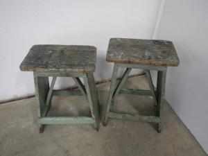 coppia di sgabelli in legno anni 60