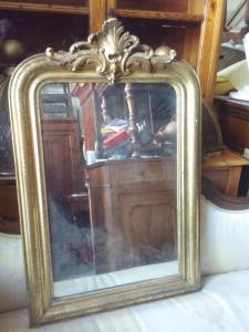 Specchiera dorata h110xl70 con cimasa lavorata