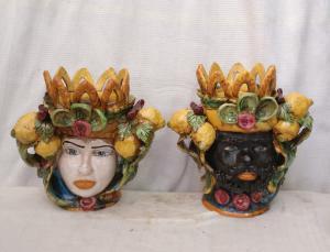 Rara coppia di Ceramiche di Caltagirone - Moro e Principessa - H 28 cm - Prima metà del 20° secolo - Sicilia