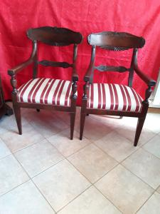 Pair of beautiful Genoese armchairs in solid mahogany and veneer bands and part of the back pyramidal trunk legs cup under armrest rare of its kind h97xp50xl58 terms of guarantee