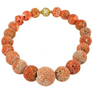 Importante collana in madrepora di corallo con fermaglio in oro