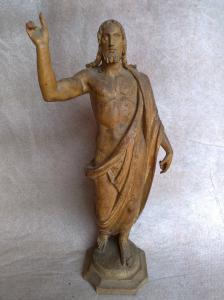 Christus segnet in Holz