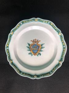 Majolica plate with noble coat of arms. Cerreto Sannita.