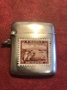 Scatolina portafiammiferi in argento con decoro a francobollo in smalto.Italia.