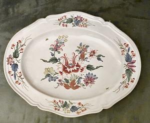 Piatto ovale in porcellana con decoro alla 'peonia'.Manifattura di Ginori Doccia.