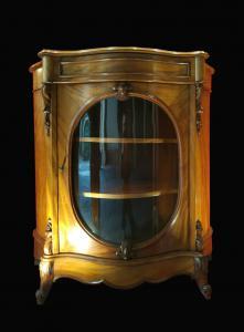 Фасонная витрина