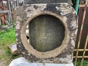 """Finestrina """"oblò"""" in pietra di Guamo"""