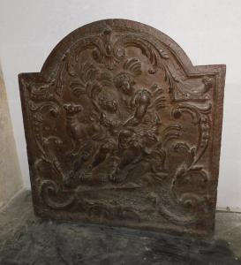P206 cast iron plate with love scene, epoch 800, cm59 x 63