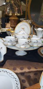 Set. 6 tazas de café en soporte de pastel.