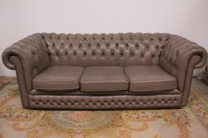 Nice chesterfield sofa chester English leather original 3 places dove gray color