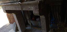chimenea con estantes