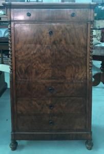 胡桃木贴面薄木贴面桌,带4个抽屉和5个内部抽屉。