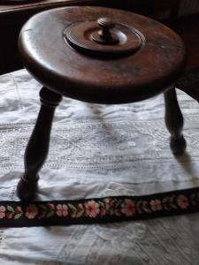 Hermoso punzón Valsesia o nogal