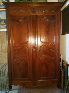 Guarda-roupa antigo provençal